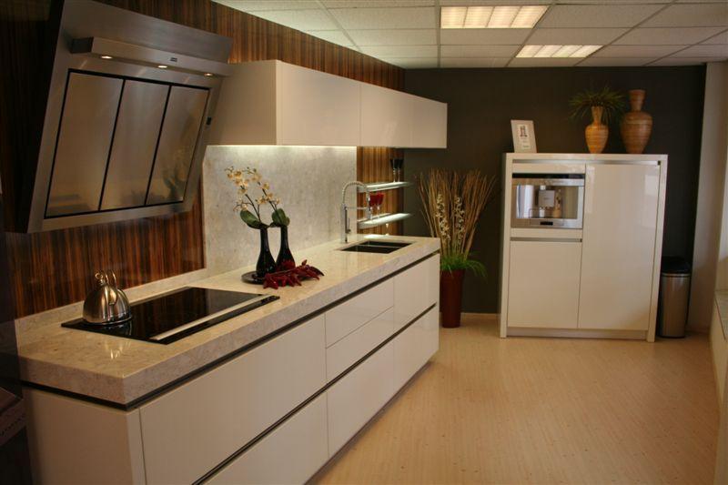 Greeploos hoogglans lak design 23362 - Keuken witte lak ...