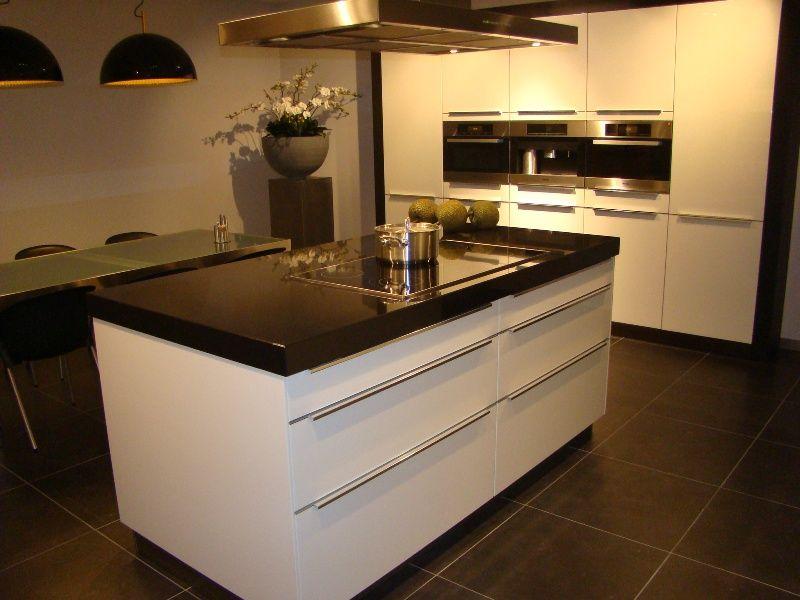 Keuken Showroom Uitverkoop : Showroomuitverkoop luxe eiland keuken met luxe miele