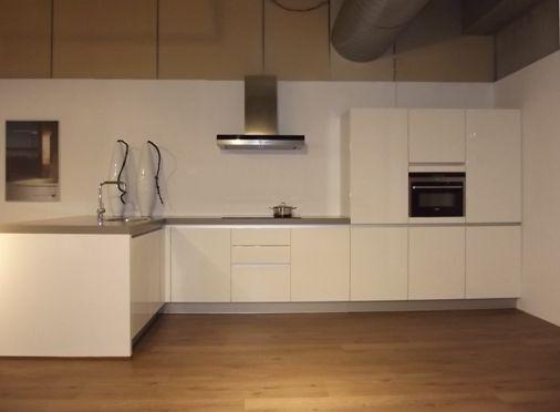 Moderne Keuken Met Schiereiland : Moderne Keuken Met Schiereiland : De ...