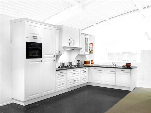 Schmidt klassieke keuken 44639 - Schmitt keuken ...