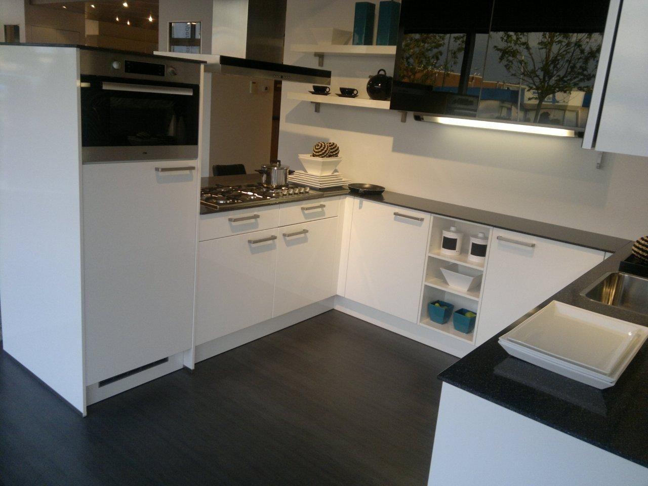 Moderne Hoogglans Keuken : Showroomuitverkoop moderne hoogglans keuken