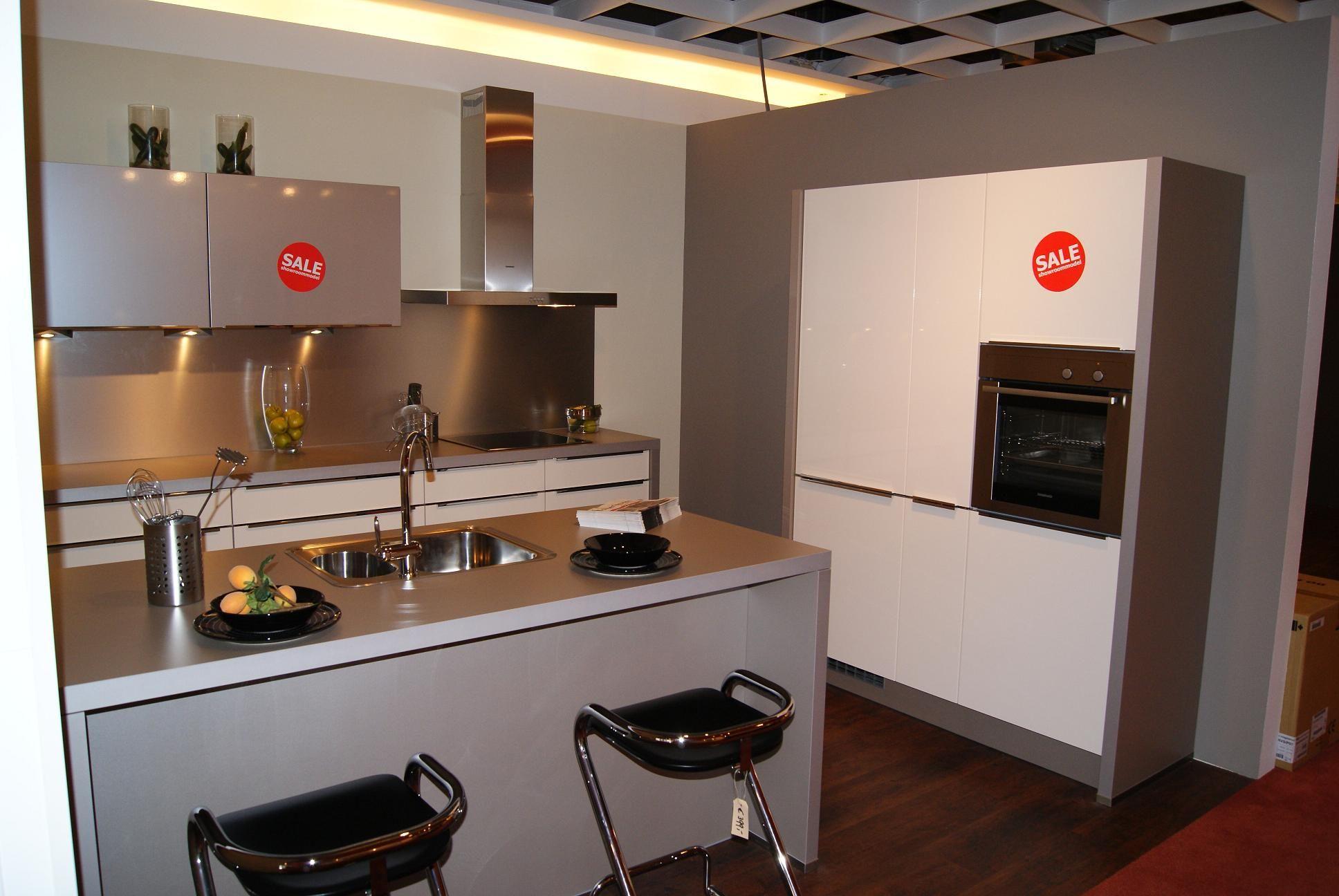 Luxe Design Keuken : Showroomuitverkoop.nl luxe designkeuken met spoeleiland [35837]