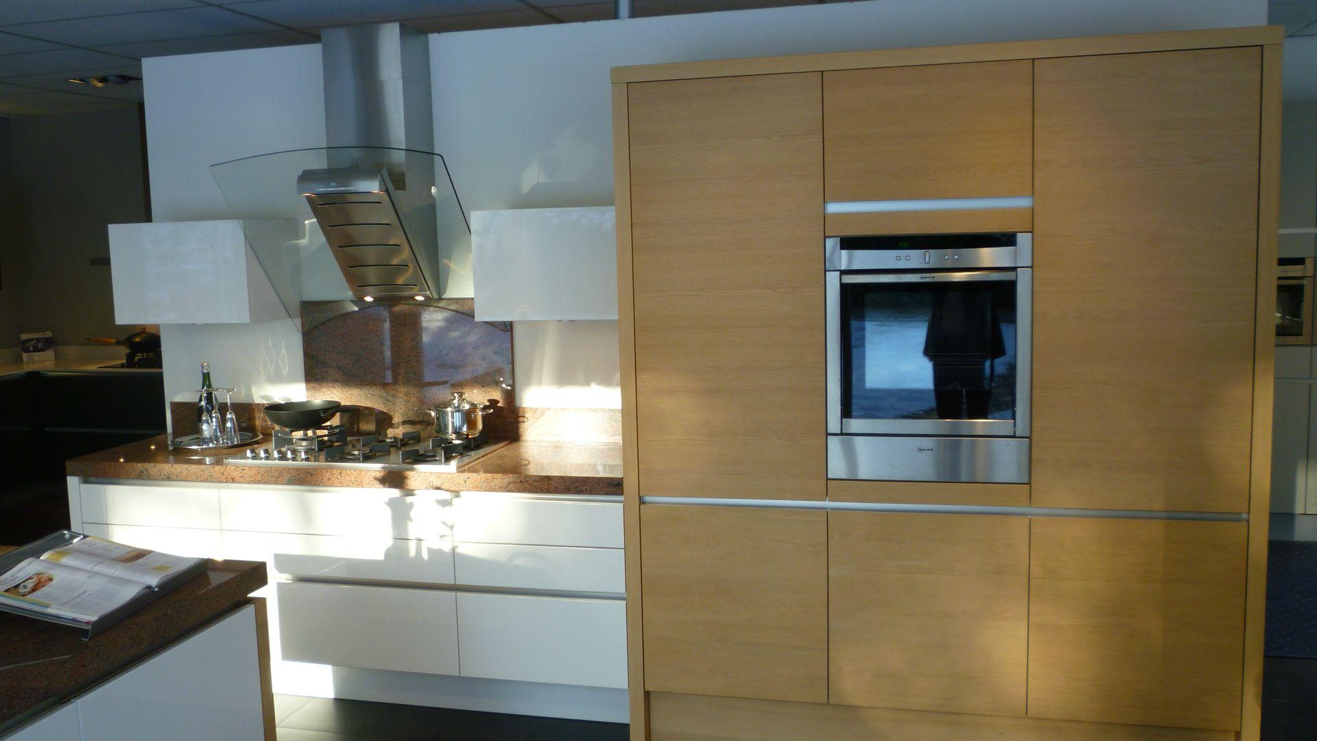 Eiken Keuken Fineer : Showroomuitverkoop nl Hoogglans wit lak met eiken