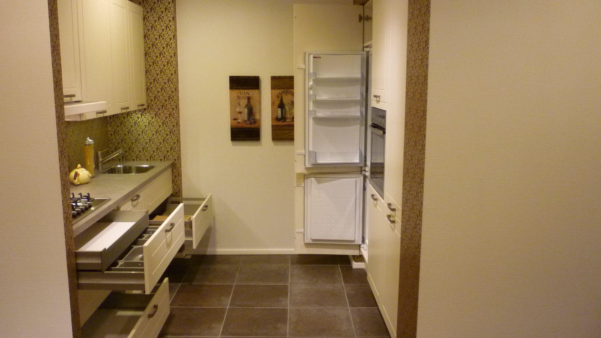 Rechte opstelling met hoge kasten 49340 - Modele en ingerichte keuken ...