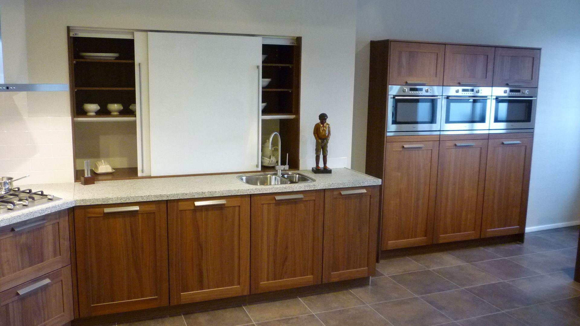 Noten hout keuken met granieten blad 49341 - Keuken met granieten werkblad ...