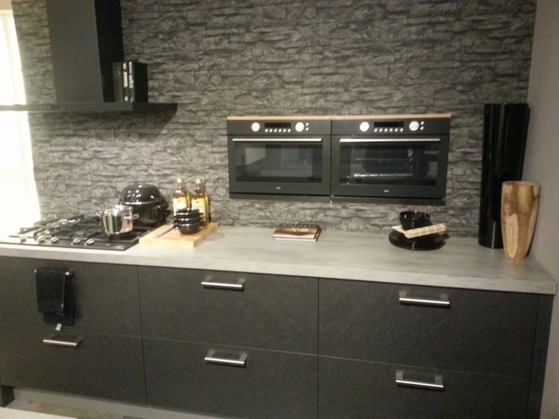 Kastenwand Keuken Te Koop : Bijzonder opstelling met spoeleiland en zwevende kasten wand.