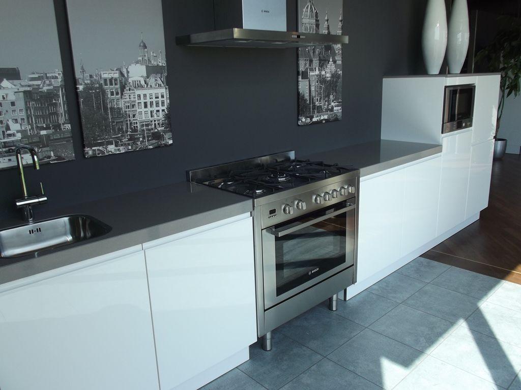 Keuken Plint Rvs : Moderne Keuken Met Fornuis : Maatwerk houten keukens van JP Walker