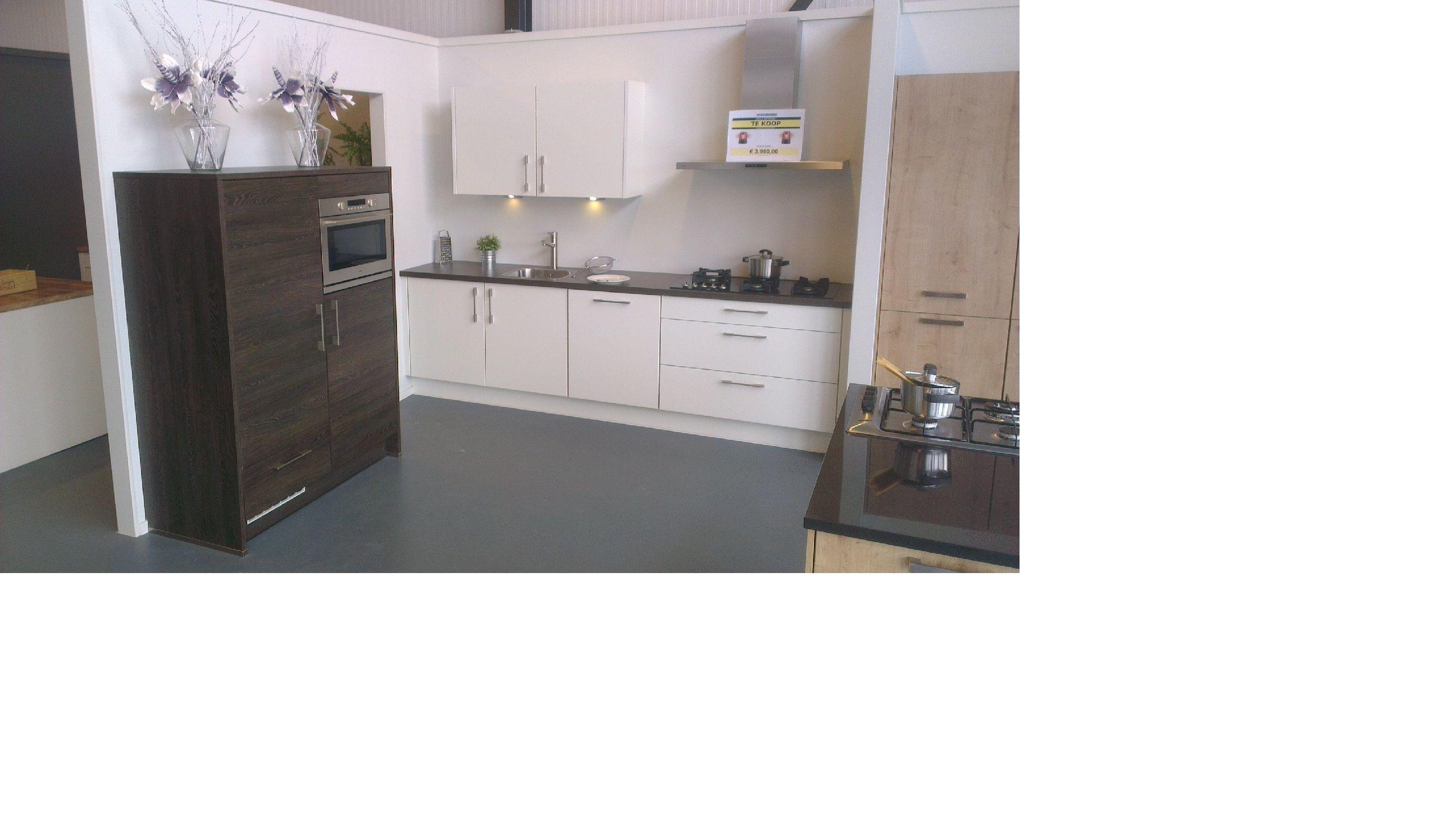 Keuken Kastenwand Te Koop : keuken 6 50335 mat wit gelakte keuken met kastenwand in eiken marron