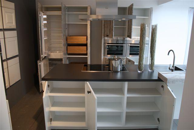 Keuken Met Eiland Afmetingen : UNIEKE EILAND KEUKEN MET KASTWANDKeuken heeft eenmalig op een beurs