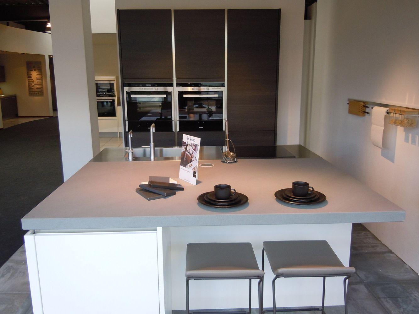 Keukeneiland Vierkant : Showroomuitverkoop nl Exclusive keuken vierkant eiland