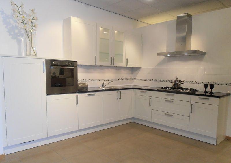 Landelijk Keuken Modern : Showroomuitverkoop modern landelijk keuken in wit