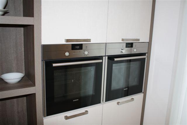 Keuken Kastenwand Te Koop : keuken houtfineer met kastenwand 18 3 50993 mooi rechte keuken