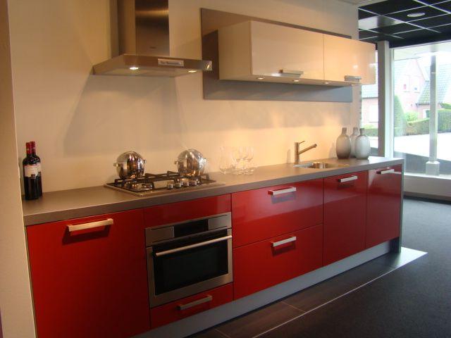 Rechte keuken in hoogglans rood met wit 50430 - Keuken in rood en wit ...
