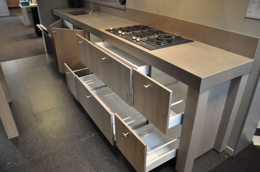 Vintage keller rechte keuken 33560 for Ouderwetse keuken te koop