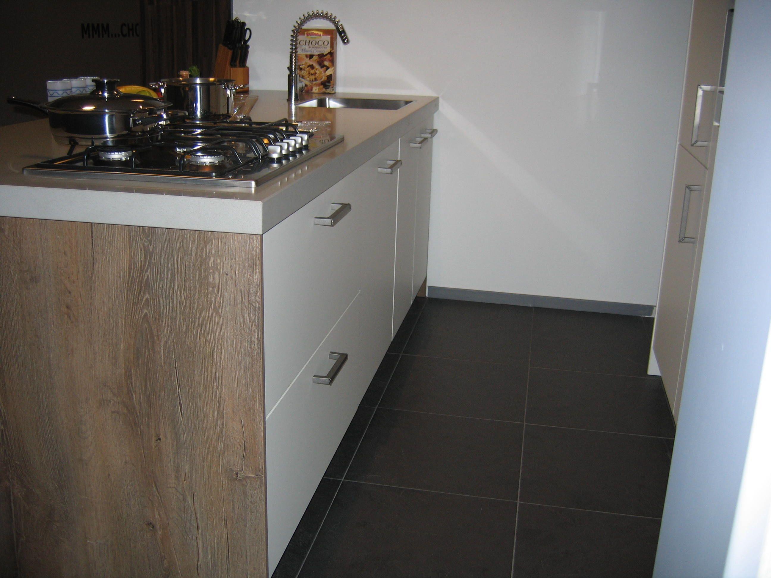 Showroomuitverkoop.nl   Modern Rotpunkt eiland keuken [33572]