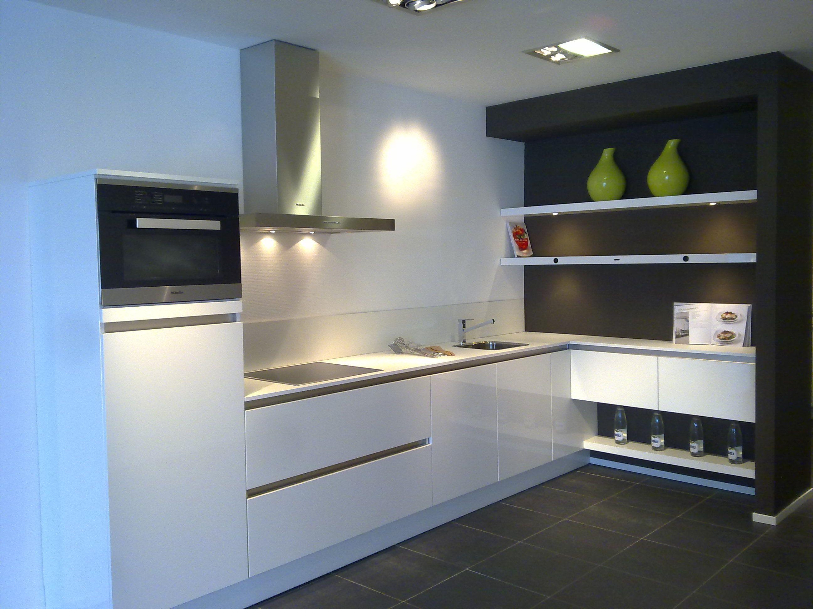 Greeploze Witte Keuken : Showroomuitverkoop greeploze witte hoogglans keller keuken