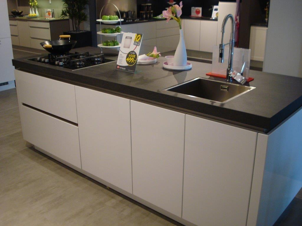 Spoelbak Keuken Keramiek : keuken door middel van kook – spoeleiland met diepe spoelbak, en een
