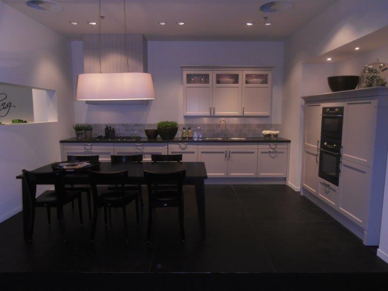 Klassieke keuken in de kleur kashmir 50691 - De klassieke keuken ...