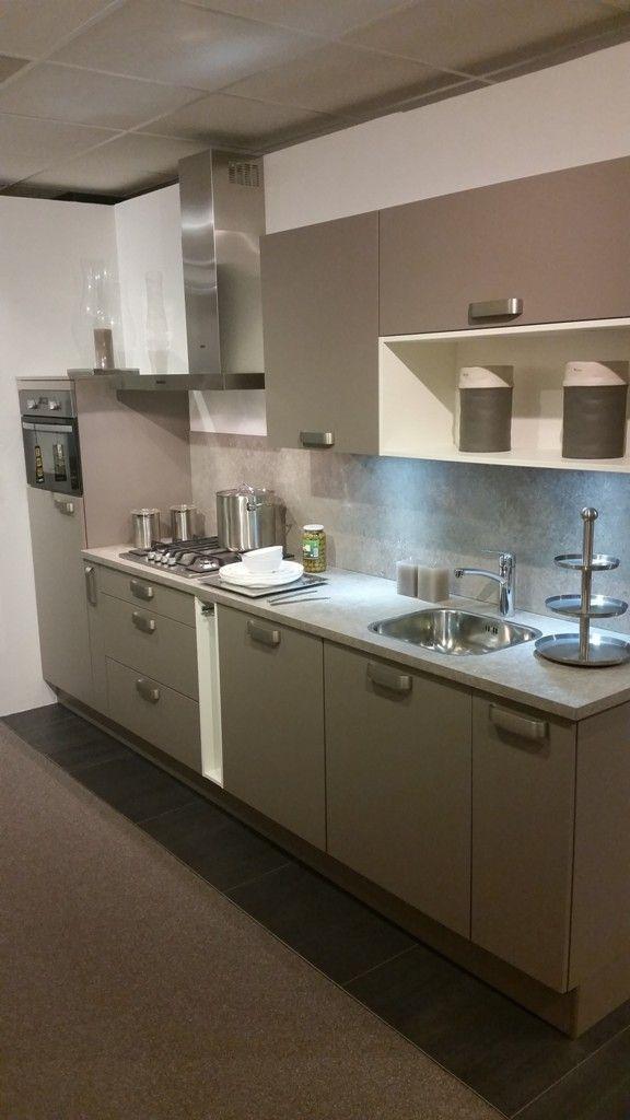 Moderne complete keuken voorzien van apparatuur 43057 - Afbeelding van moderne keuken ...