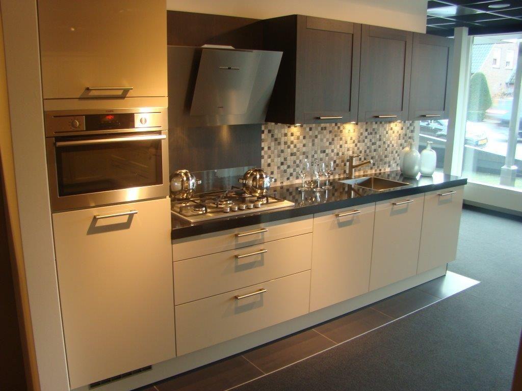 ... Zwart : Showroomuitverkoop.nl Rechte keuken met AEG apparatuur [50445