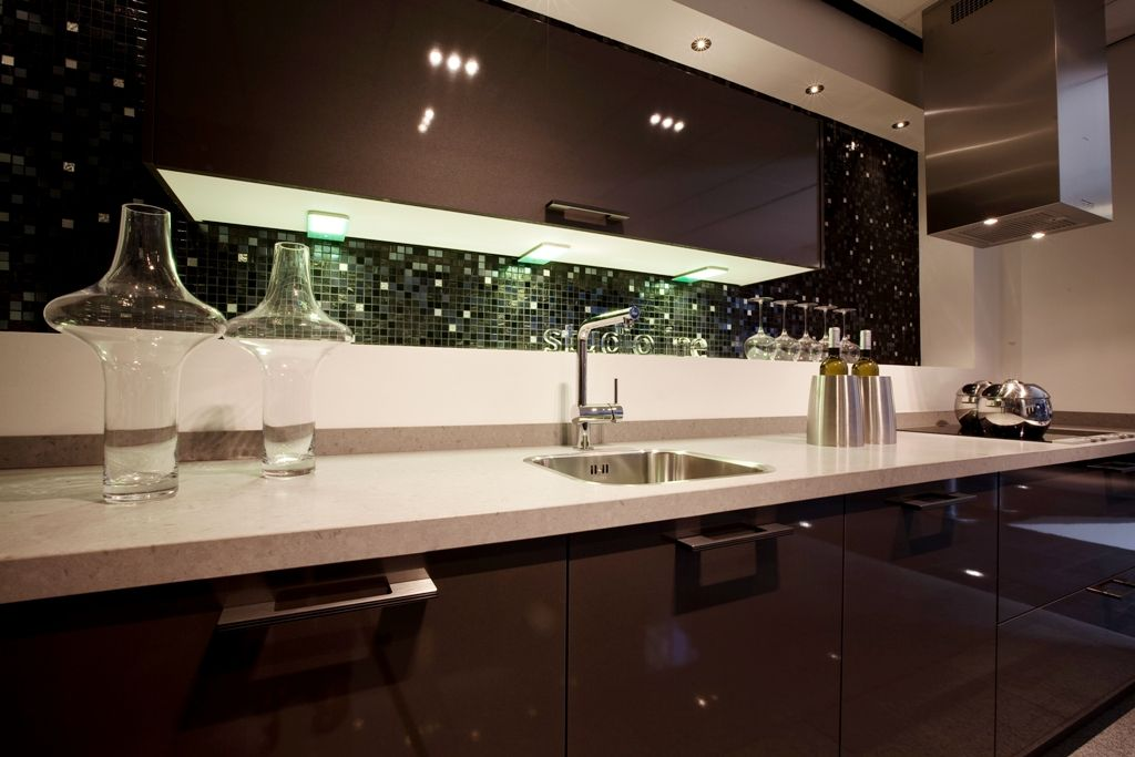 Hoogglanzende hoekkeuken met for Keuken met siemens apparatuur
