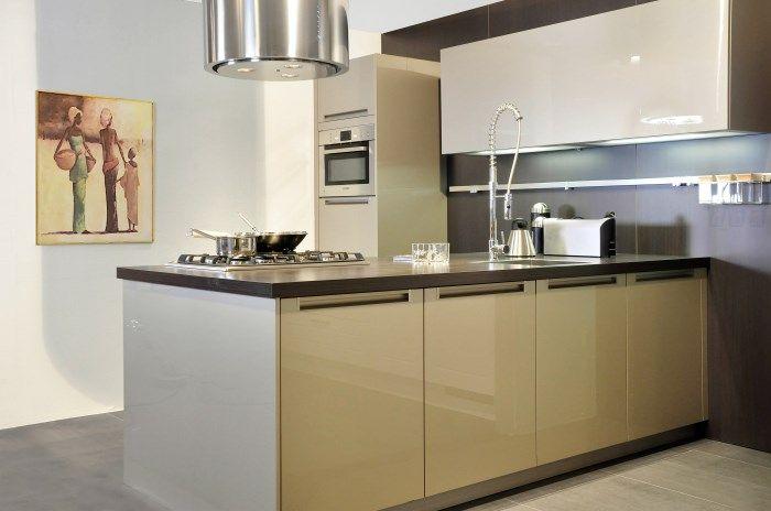 design kookeiland 18 46808 deze design keuken heeft een kookeiland en ...