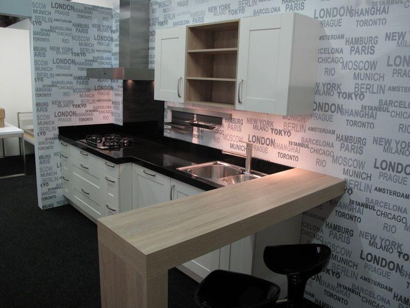 Magnoliakleurige keuken met bar 52487 - Keuken in u met bar ...