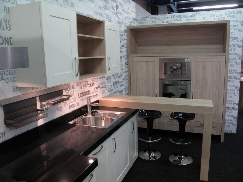 Magnoliakleurige keuken met bar 52487 - Kleine keuken met bar ...