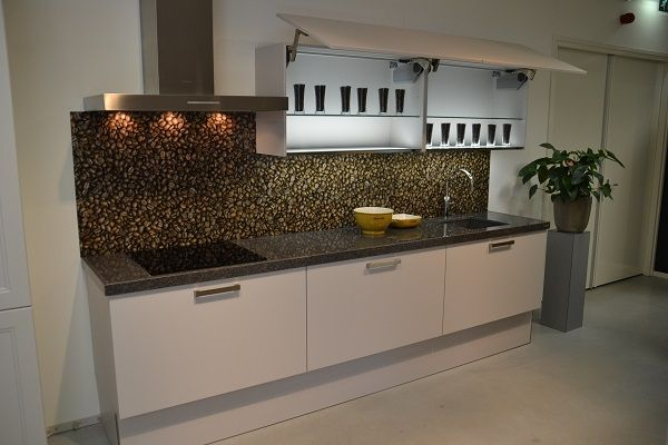 Keuken Kleur Sahara : keuken!!!Kader en vlakfront in moderne setting, in de kleur Sahara