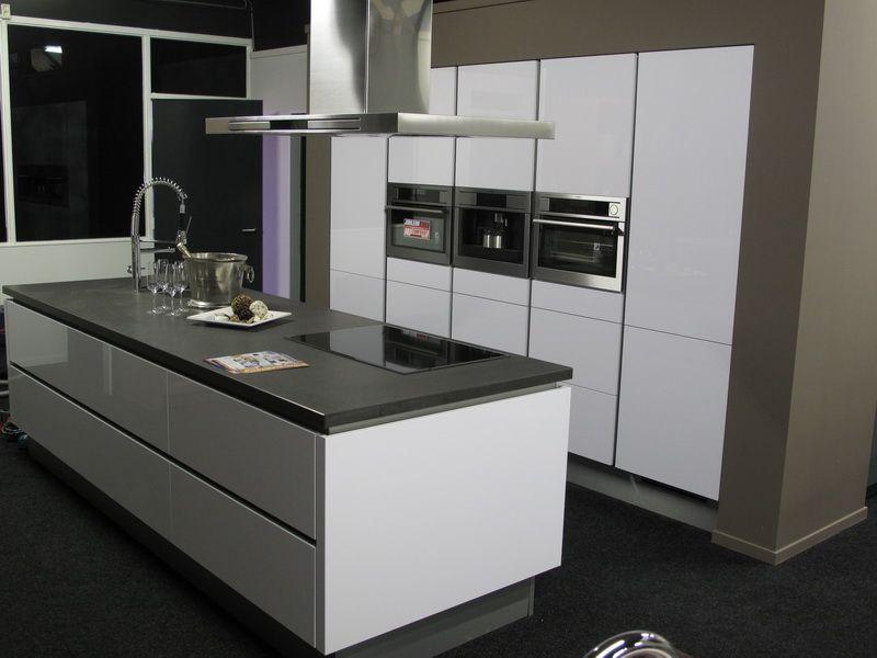 Keuken Showroom Uitverkoop : Showroomuitverkoop greeploze hoogglans gelakte keuken full