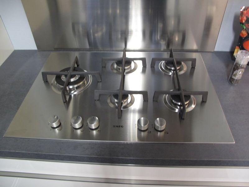 Kunststof Keuken Semi Greeploos Wit : Hoekkeuken met AEG apparatuur ...