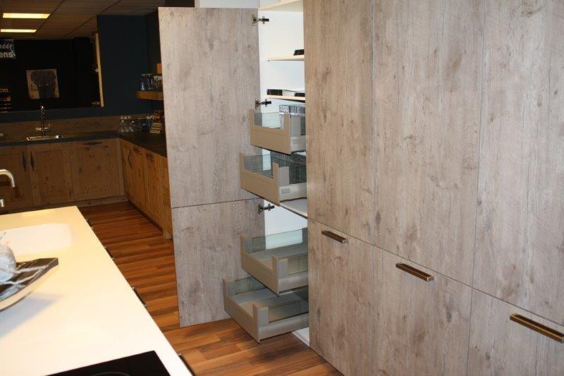 Moderne Keuken Eiland : Moderne eilandkeuken met composiet werkblad en volledig ge?ntegreerde