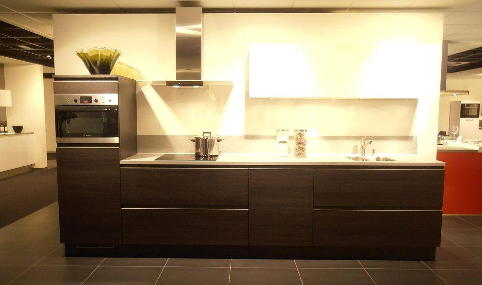... .nl   Rechte keuken in eiken zwart met hoogglans wit [50447