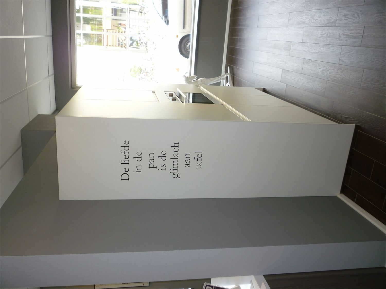 Keuken Greeploos Mat Wit : greeploos wit mat 51383 strakke keuken in het mat wit greeploos met