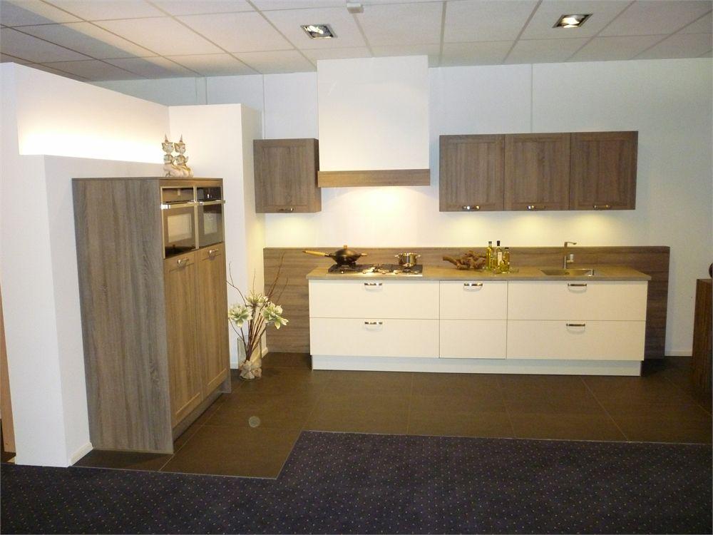 Hout look gecombineerd met witte keuken 51384 - Witte keuken en hout ...
