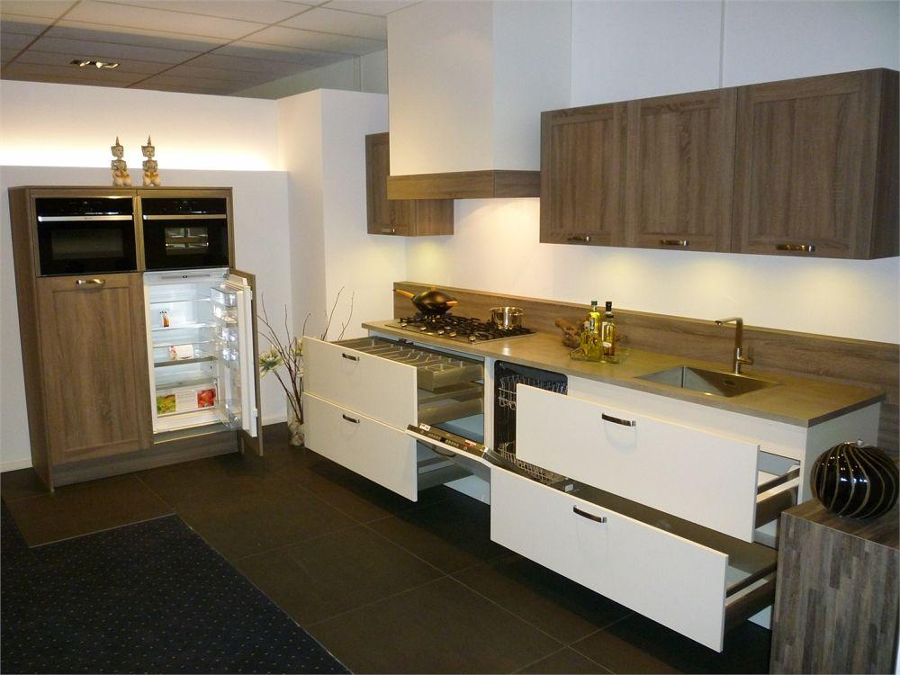Hout look gecombineerd met witte keuken 51384 - Hout en witte keuken ...