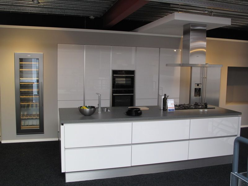 Lux zijdegrijs hoogglans 48025 - Model amerikaanse keuken ...
