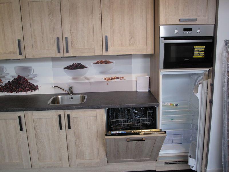 Cottage Keuken Te Koop : Rechte keuken met eiken print en kunststof werkblad met leisteen print