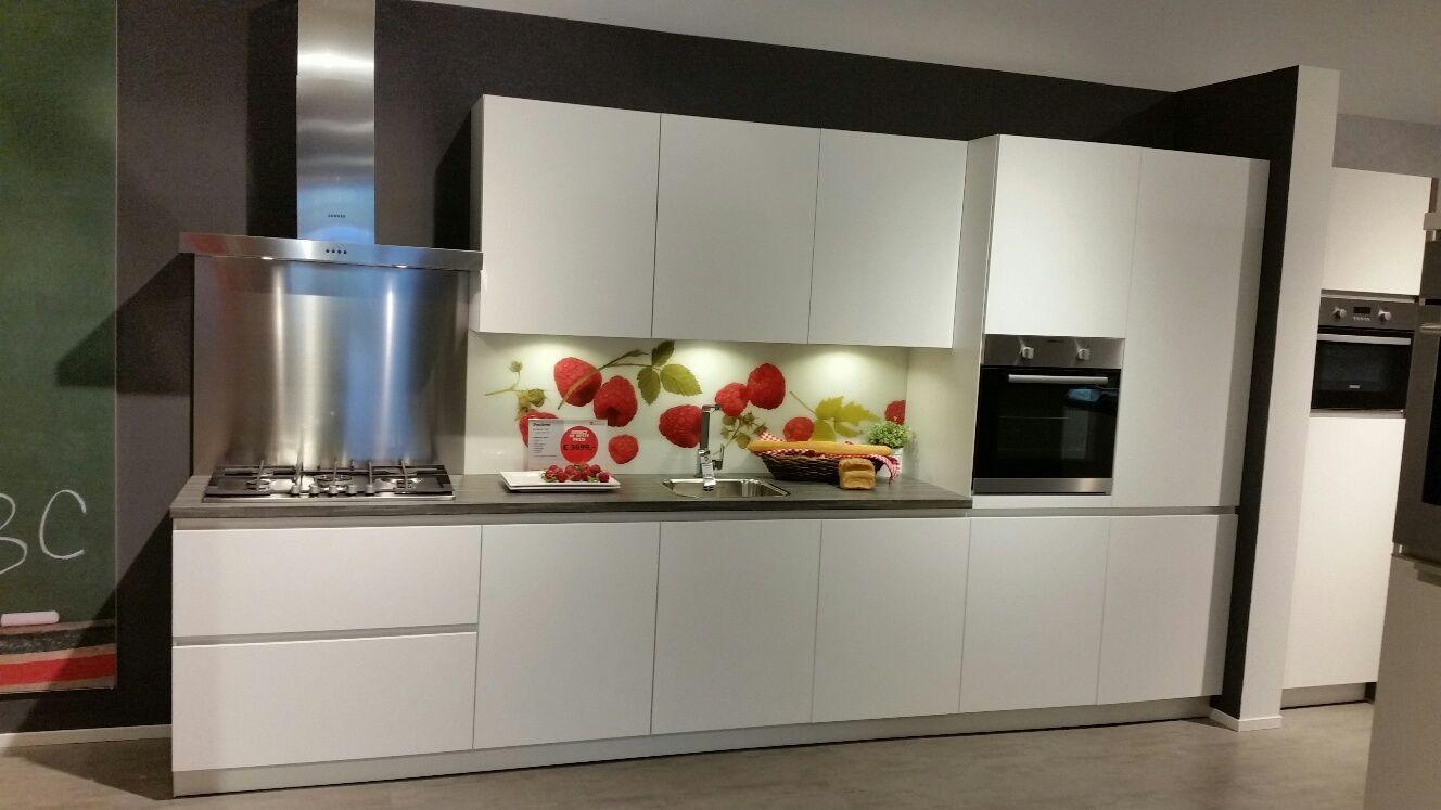 Showroomuitverkoop nl     Greeploze moderne witte keuken [53053]