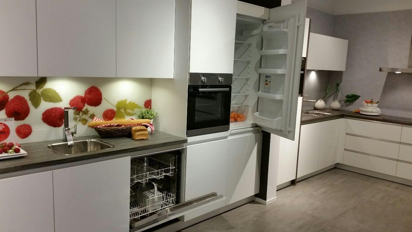 Greeploze moderne witte keuken 53053 - Modele en ingerichte keuken ...