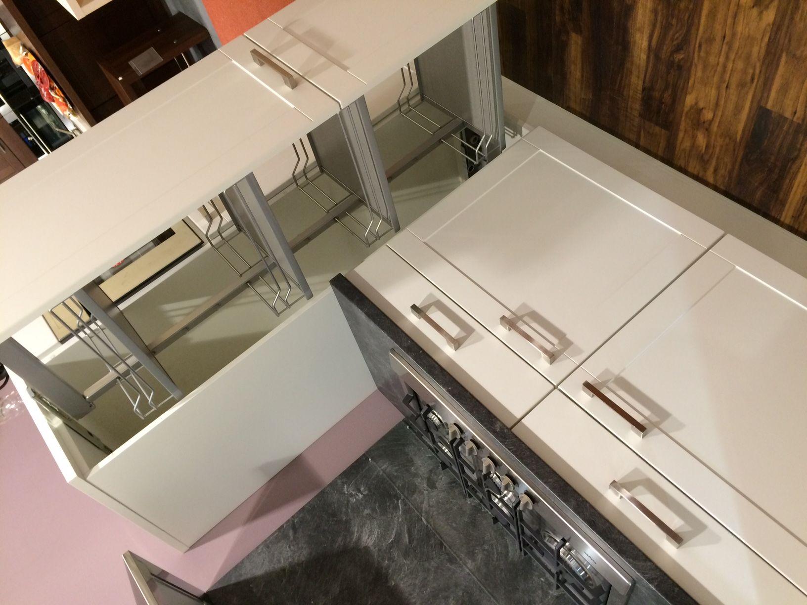 nobilia alba wit 54361 door de brede kaders in de keukendeuren past ...