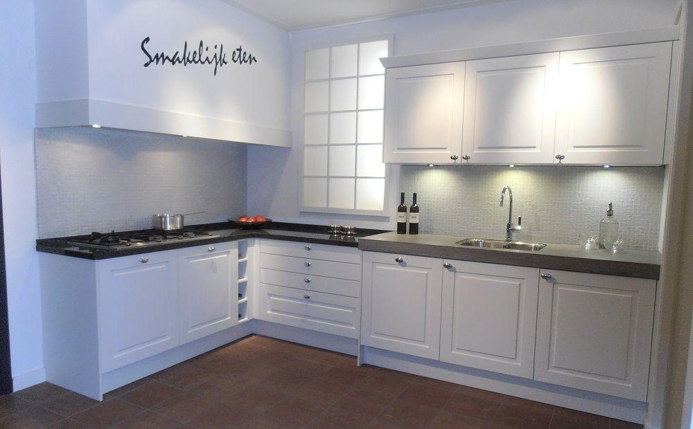 Witte keuken met accentmuur beste inspiratie voor huis ontwerp - Ontwerp witte keukens ...