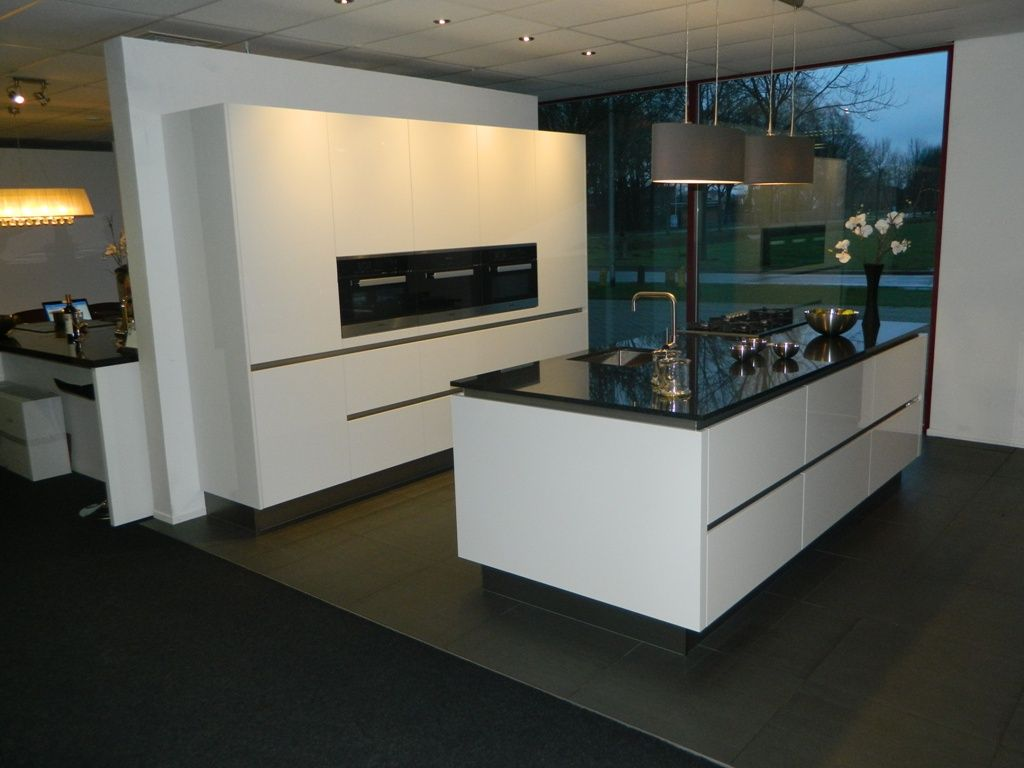 Design Keuken Showroom : Showroomuitverkoop greeploze miele keuken