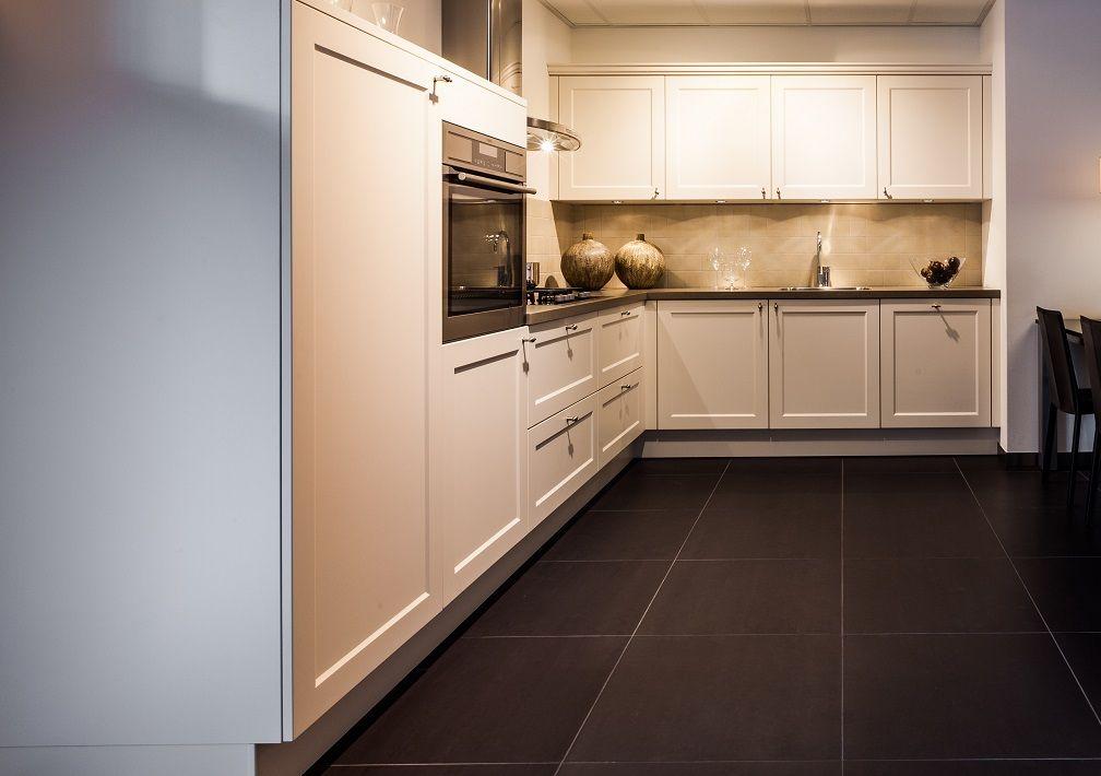 Landelijke keuken in de kleur magnolia 50452 - Keuken kleur ...
