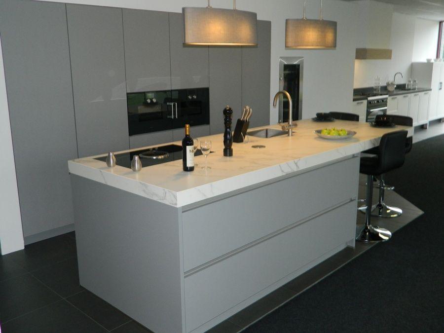 Gaggenau design keuken met bora afzuigsysteem 55884 - Eigentijdse keuken met centraal eiland ...