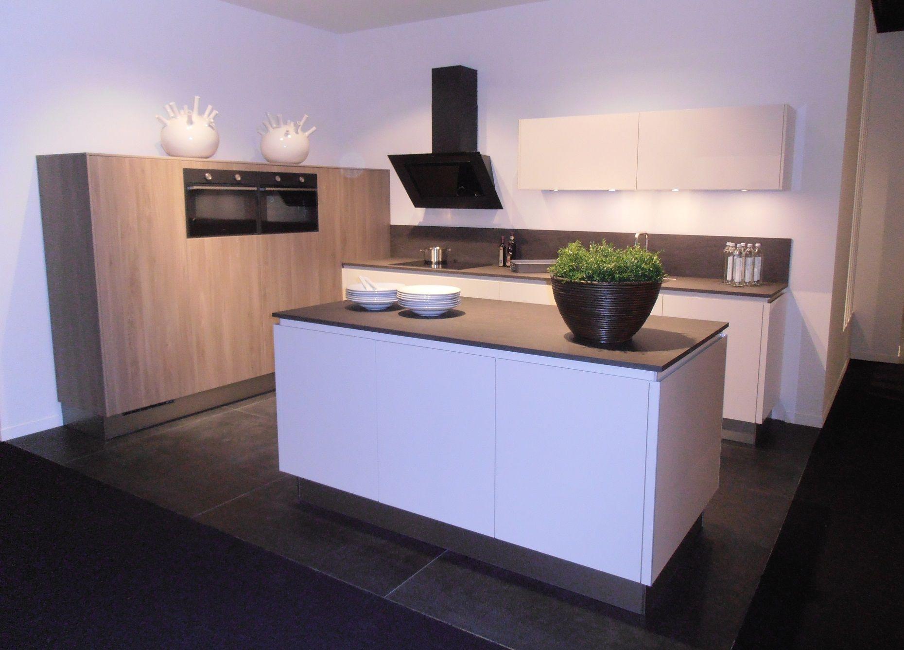 Eilandkeuken met atag apparatuur 50706 - Eigentijdse keuken met centraal eiland ...