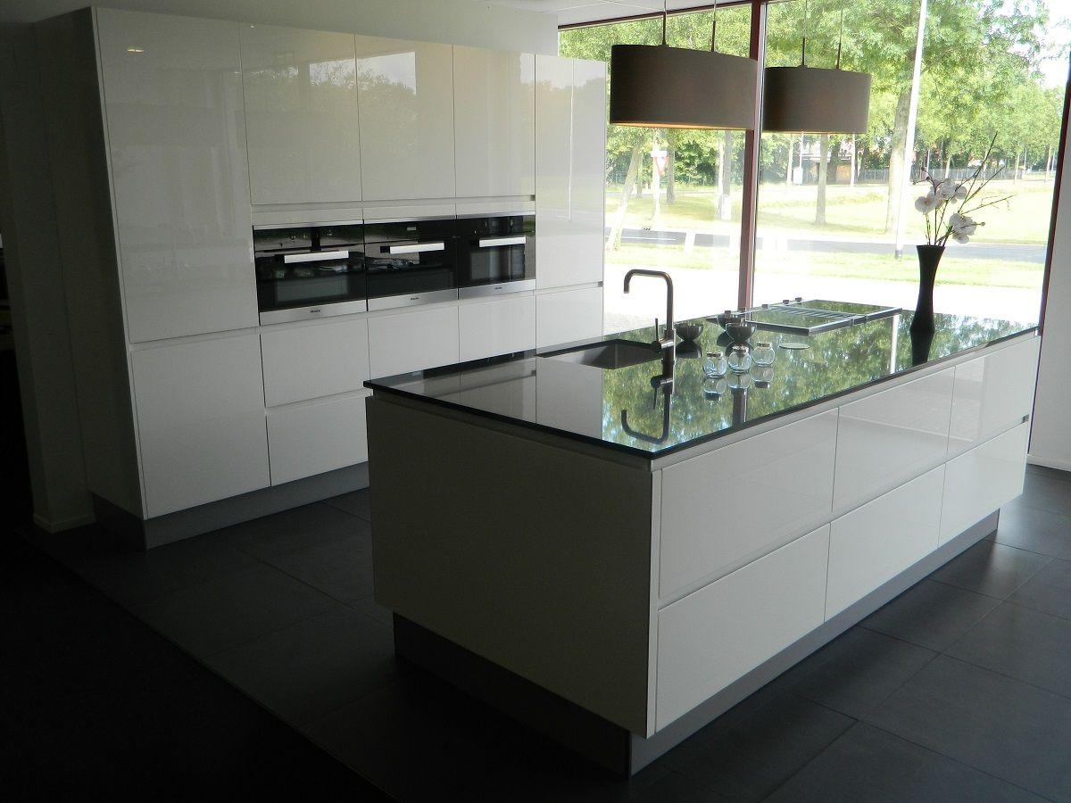 Keuken Kastenwand Te Koop : Deze Miele Keuken is voorzien van de nieuwste Miele apparaten en