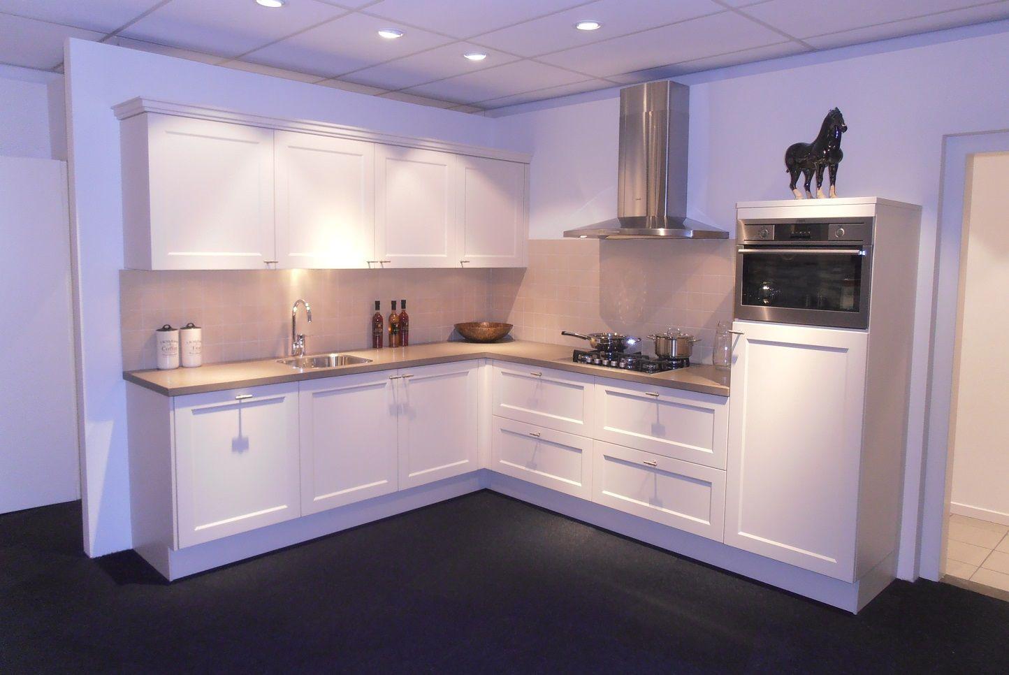 Landelijke keuken in magnolia wit 57742 - Credence keuken wit ...