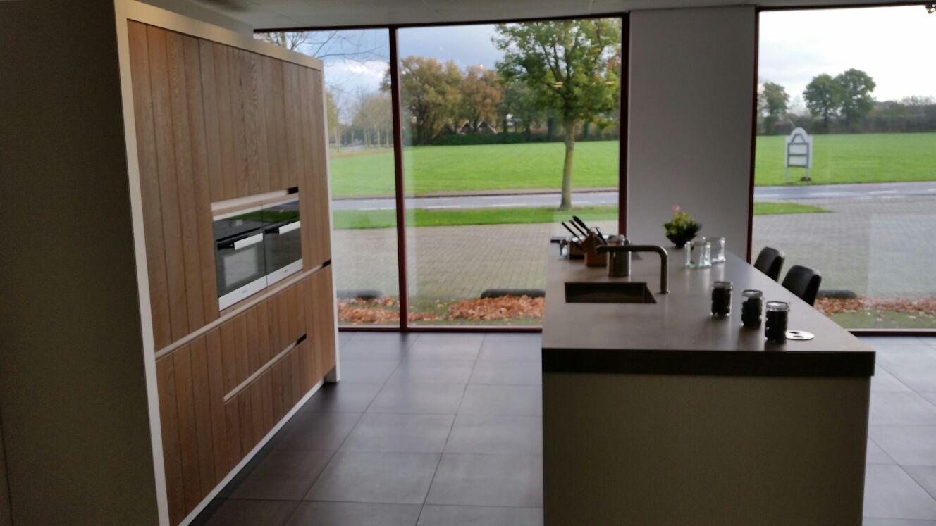 Keuken Showroom Uitverkoop : Showroomuitverkoop massief houten design keuken