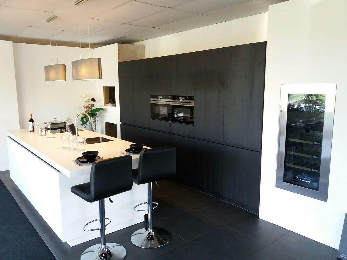 Siemens design keuken black white 57704 - Keuken wit hout werkblad ...
